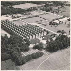 Luchtfoto van Weverij De Ploeg en het Ploegpark gefotografeerd vanuit het noord-westen - onbekend, Pictura (fotografie)