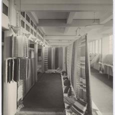 Stand van Weverij De Ploeg op de Jaarbeurs te Utrecht in 1937 - Wim Brusse (Amsterdam), Pictura (fotografie)