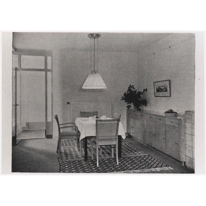 Wooninterieur met houten meubels en geweven vloerkleden - Houten meubels ...