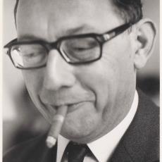 Portret van de heer J.M. Kruitwagen met sigaar - Pictura (fotografie), onbekend