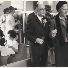 Raadslid H.H. Rücker met echtgenote in Ploeg-toonzaal te Heemstede - onbekend