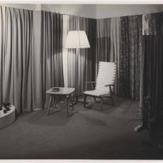 Gordijnstoffen van Weverij De Ploeg op najaarsbeurs in Utrecht in 1950 - Jaap d' Oliveira (Amsterdam), Pictura (fotografie)