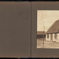 Gemetselde hooischuur met rieten dak - onbekend, Pictura (fotografie)
