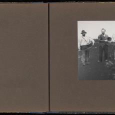 Groepsportret op de akker van de landbouwkolonisten te Best - Pictura (fotografie), onbekend