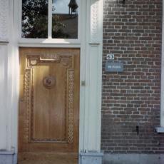 Hoofdingang Weverij De Ploeg in het Van Galenhuis te Bergeijk - Pictura (fotografie), onbekend