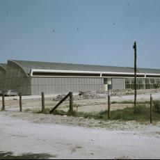 De nieuwe fabriek van Weverij De Ploeg vlak na de oplevering - onbekend, Pictura (fotografie)
