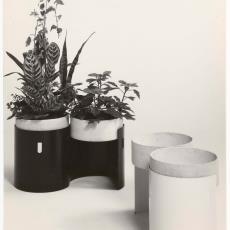 Twee ronde plantenbakken dh03 - Dick Hetjes (Bergeijk), Pictura (fotografie)