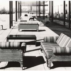 Spectrum meubelen sz85, bz85 en dt13 buiten tentoongesteld - Jan Versnel, Pictura (fotografie)