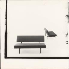 Voor- en zijaanzicht zitbank bz01 - Jan Versnel, Pictura (fotografie)