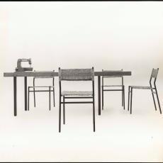 Zijaanzicht tafel te22 en stoelen se41 - onbekend, Pictura (fotografie)