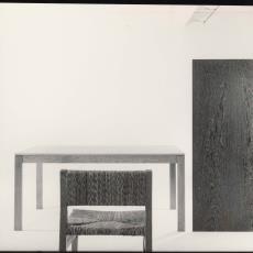Stoel se02 en tafel te08 - Jan Versnel, Pictura (fotografie)