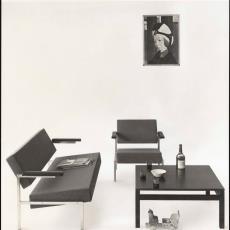 Zithoek met bank bz37, bijbehorende fauteuil sz37 en tafel tz42 - Pictura (fotografie), W.A. Meischke