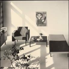 Interieur met fauteuil sz34, salontafel tz44 en bedbank lz65 (?) - Pictura (fotografie), onbekend