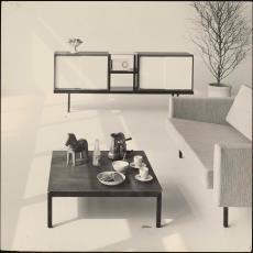 Interieur met Spectrum salontafel, zitbank en dressoir - onbekend, Pictura (fotografie)