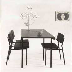 Zijaanzicht tafel te01, te02 met stoelen se42/se62 - Pictura (fotografie), W.A. Meischke