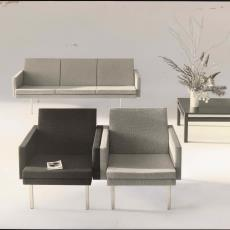 Vooraanzicht fauteuils sz36 en driezitsbank bz36. - W.A. Meischke