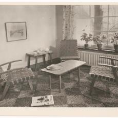 Interieur woonkamer begin jaren '50 - onbekend
