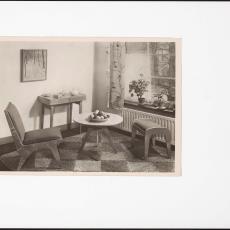 Interieur woonkamer met Spectrum multiplex meubelen 'Dordrecht', 'Barendrecht' en ''s-Gravendeel' - Pictura (fotografie), onbekend