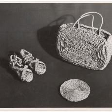 Tas 'Rustica', onderzetter 'Rondo' en schoentjes 'Bloemendaal' - onbekend, Pictura (fotografie)