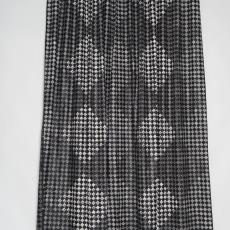 Gordijn met dessin van schaakbord in verschillende blokpatronen - Taunus Textildruck (Oberursel), Inez Züst, Weverij De Ploeg (Bergeijk)