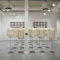 'One sheep sweaters', installatie - Christien Meindertsma, Audax Textielmuseum Tilburg, Textielmuseum (Joep Vogels)