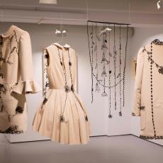 Outfits 'Sketching on my dress' - Audax Textielmuseum Tilburg, Studio Miss Blackbirdy, Django Steenbakker, Textielmuseum (Joep Vogels), Merel Boers