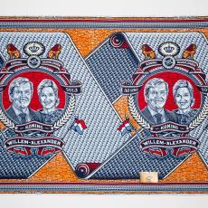 'K(r)oningsdoek', gedenkdoek, ter gelegenheid van de kroning van koning Willem-Alexander, 30 april 2013 in verpakkingsdoos. - Eric van den Boom, Vlisco (Helmond), Lange, Tommy de
