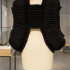 'Wapenrok' - Alet Pilon, Textielmuseum (Josefina Eikenaar)