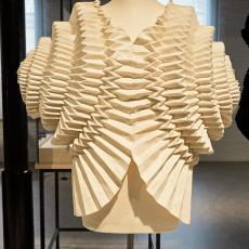 'Wapenrok' - Textielmuseum (Josefina Eikenaar), Alet Pilon