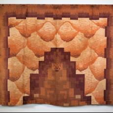 Tafelkleed met abstract patroon in de stijl van de Amsterdamse School - Koninklijke Tapijtfabrieken (Oss) Bergoss (?), Textielmuseum (registratiefoto)