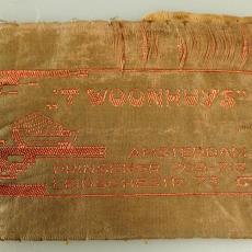 Etiket van 'T WOONHUYS' uit Amsterdam - Michel de Klerk (?), onbekend, Textielmuseum (registratiefoto)