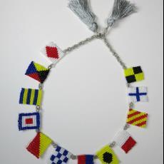'Vlaggetjes Collier' uit de serie 'Maritimiteiten' (Signal Flags Necklace) - Textielmuseum (registratiefoto), Felieke van der Leest
