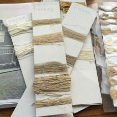 Proeven voor de installatie 'Vezels, bindingen en verfplanten' - Nan Groot Antink, Textielmuseum, kunstenaar