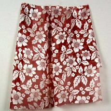 Kledingstof, rood met witte bloemen - P.F. van Vlissingen & Co. (Helmond)