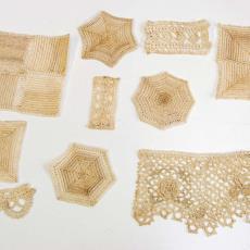 Gehaakte staaltjes (10 stuks) met ingehaakt streeppatroon - G.H. Duiker (toegeschreven), Textielmuseum (registratiefoto)
