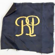 Embleem met monogram RP - onbekend, Textielmuseum (registratiefoto)