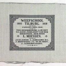 Proefstuk van jubileum van Ludwig Miessen, directeur Weefschool Tilburg, 1885-1910 - Weefschool Tilburg, Textielmuseum (registratiefoto)