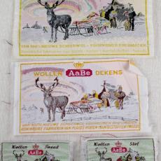 Textieletiket AaBe wollendeken, -tweed en -stof - Koninklijke AaBe Wollenstoffen- en Wollendekenfabrieken (Tilburg), Van Engelen & Evers (Heeze), Textielmuseum (registratiefoto)