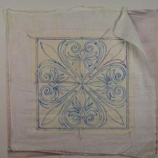 Kleedje met palmetpatroon - Linnenfabriek Wed. J. van Nuenen & Zoon (Zeelst / Meerveldhoven), Textielmuseum (registratiefoto)
