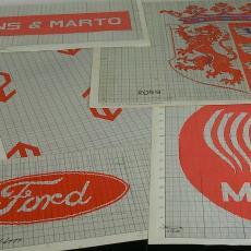 Patroontekening voor trijp met diverse dessins; o.a.logo's en wapens - Eindhovensche Trijpfabrieken Schellens & Marto, Textielmuseum (registratiefoto)