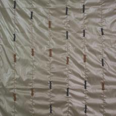 Kledingstof met opgenaaide breilapjes - Textielmuseum (registratiefoto), Meike Lenssen