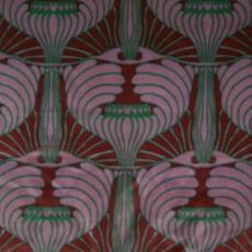 Mohairvelours, bedrukt met lampionvormen in rood, lila en groen - Kolo Moser, Textielmuseum (registratiefoto), Hengelosche Trijpweverij