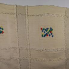 Divankleed met felgekleurde flosjes - Het (Voorschoten) Paapje (toegeschreven), Bas van Pelt (toegeschreven), Textielmuseum (registratiefoto)