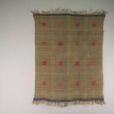 Tafelkleed met donkerroze blokjes - Betty Hubers (toegeschreven), Het (Voorschoten) Paapje (toegeschreven), Textielmuseum (registratiefoto)