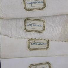 Stalen van diverse kwaliteiten effen linnen en katoen - Textielmuseum (registratiefoto), Textielmuseum (registratiefoto), Linnen- en damastweverij A. Louwers (Meerveldhoven)