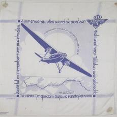 Zakdoek, uitgebracht ter gelegenheid van de uitreis Amsterdam - Batavia van de Pelikaan - Jaq Rijkse, Textielmuseum (registratiefoto), P.F. van Vlissingen & Co. (Helmond)