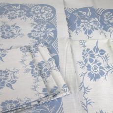 Blauw-wit tafelgoed met bloemmotief - Walra (Waalre), Textielmuseum (registratiefoto), Van Dijk-Manders (Waalre)