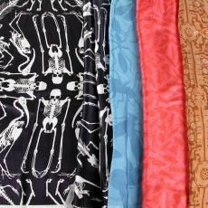 Stalen van geprinte zijden sjaal 'Insects Pattern', 'Skeleton Scarf', 'titel onbekend' - Studio Job, Textielmuseum (registratiefoto)