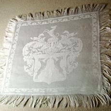 Vingerdoekje met wapen waarin twee honden - Textielmuseum (registratiefoto), Koninklijke Weverij Van Dijk (Eindhoven)