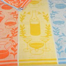 Theedoek (Nicolientje) met ingeweven drinkglazen, karaf en fles - Nico ter Kuile, Textielmuseum (registratiefoto), Erica de Ruiter